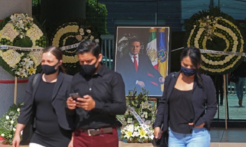 """JUEGA FISCALÍA A """"LA GALLINITA CIEGA"""" EN CRIMEN DE EX-GOBERNADOR"""