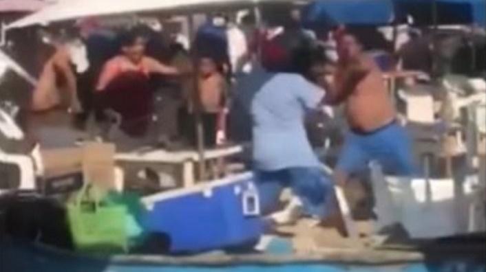 INUSUAL BATALLA CAMPAL EN PLAYA TURÍSTICA | VIDEO